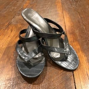 Carroll Reed short black sandal heels kitten heels